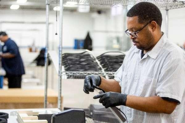 Ford y 3M Ahora Envían Respiradores Purificadores de Aire  Motorizados a los Trabajadores de la Salud; Nueva Jersey Ordena 500,000 Batas